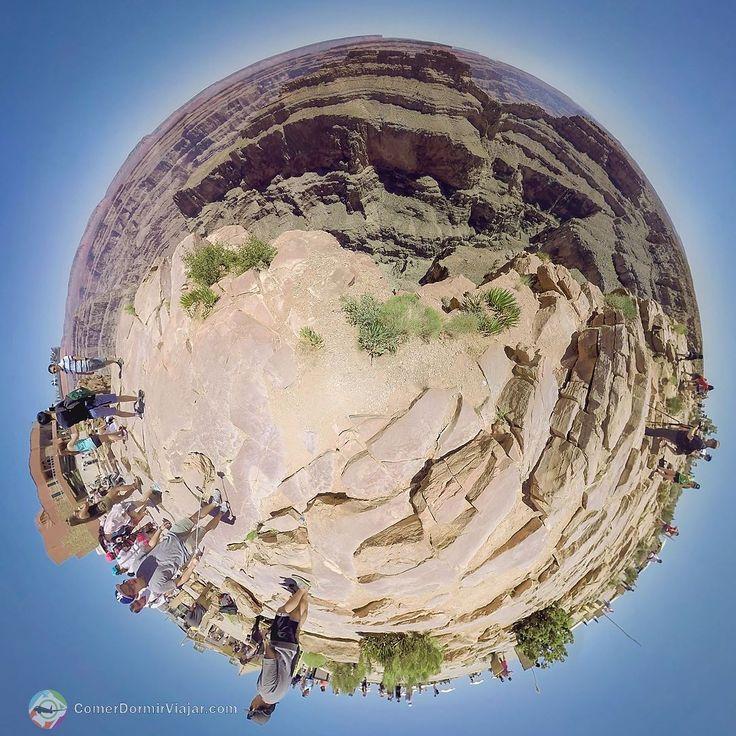 #LittlePlanet #360 #EaglePoint #Arizona Chegando no @GrandCanyonWest todos devem deixar seus carros no estacionamento e seguir para uma tenda branca (enorme) onde fica o setor de informações banheiros loja de souvenir e venda de ingressos. São dois tipos básicos de tickets:  Hualapai Legacy: Ingresso ao parque e todas as áreas de uso comum.  Legacy Gold: Ingresso com direito a uma refeição em qualquer restaurante do parque e entrada no Skywalk.  Todos os valores atualizados de ingressos…