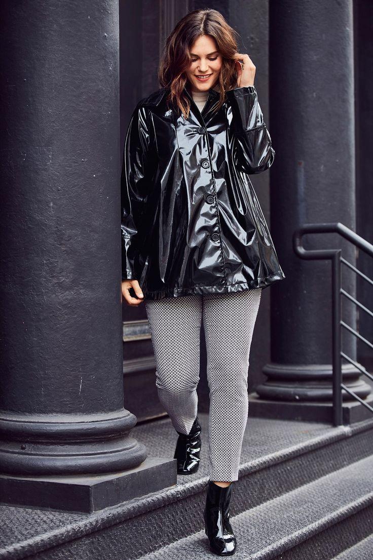 Casaco impermeável preto CASTALUNA O casaco. Estilo trench, modelo curto, corte evasé tão feminino e acabamento impermeável estilo anos 60…