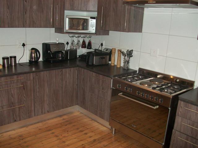 100281799 – 4 Bedrooms 2 Bathrooms 2 Garages Dan Pienaar,Bloemfontein,Free State | RE/MAX First | Properties for sale in Bloemfontein
