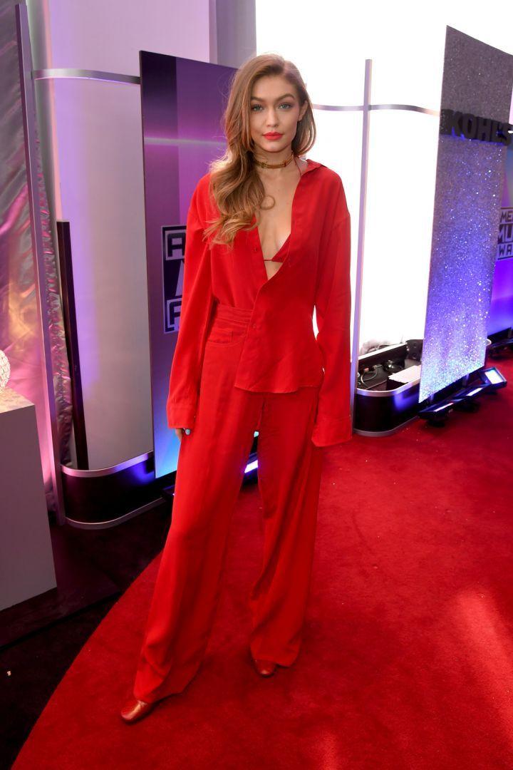 Resultado de imagen de gigi hadid red dress