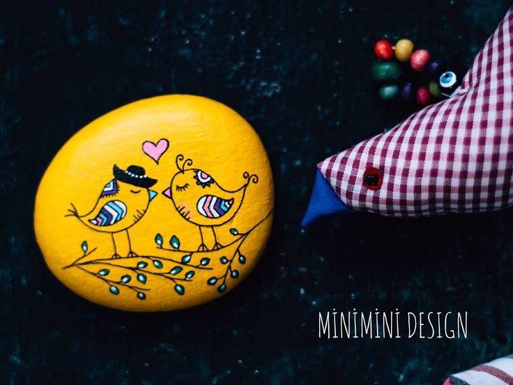 Bu ufaklıklar Edirne yolundalar artık. Ben de fotoğraflarına bakarak avunuyorum Bu güzel Cuma akşamı bu güzel kuşlar gibi muhabbet, aşk ve huzurla dolsun içimiz #paintedstone #paintedstones #art #artist #artwork #handmade #taş #tasboyama #colors #paint #drawing #paiting #drawings #sketch #myartwork #instaart #instaartist #illustration #markers #elemeği #elyapımı #atölye #love #miniminidesign #creative #creativity #happy #instagram #instagood #goodnight