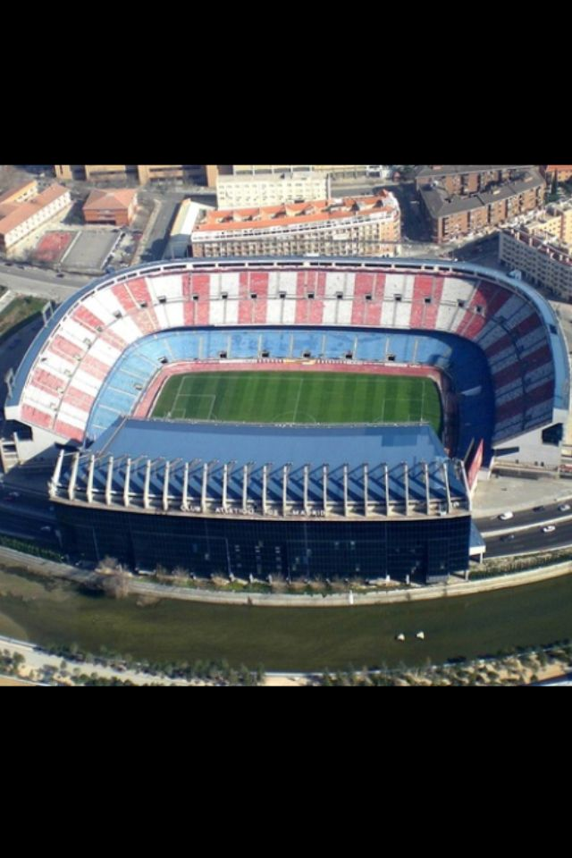 Est. Vicente Calderon. Atletico de Madrid, Madrid. Abierto en 1966, 55.000 pers. España