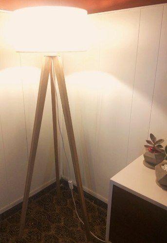 lámpara de pie trípode de madera