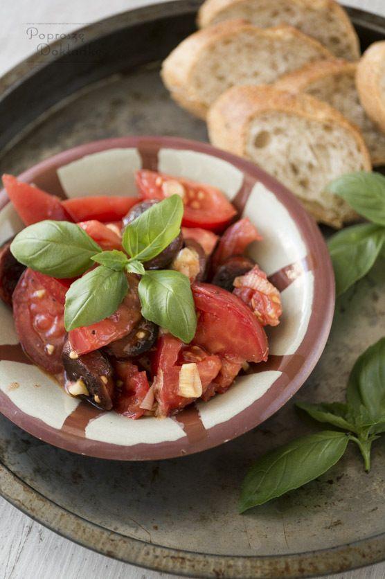 Przepis na sałatkę z pomidorów i chorizo
