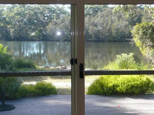 Lakefront Tabourie, a Lake Tabourie Cottage   Stayz