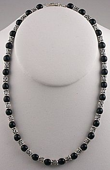 IDEA: Silvery Night Necklace (eebeads.com)