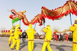 Chinese New Year Dragon Dance and Dragon Customs