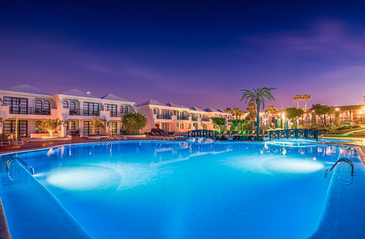 Swimming pool at dusk #h10oceansuites #oceansuites #h10hotels #h10 #hotel #hotels