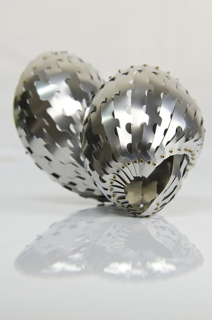 Lolium (front view). Stainless steel sculpture with rivets