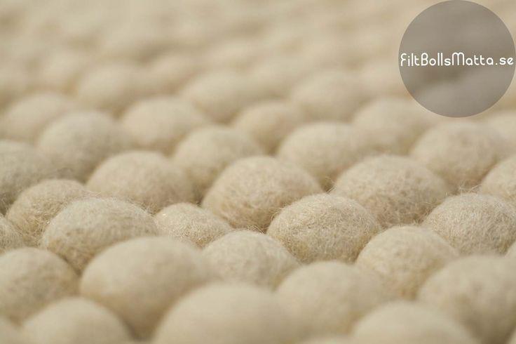filt-bolls-mattor-Rond vit ylle designen
