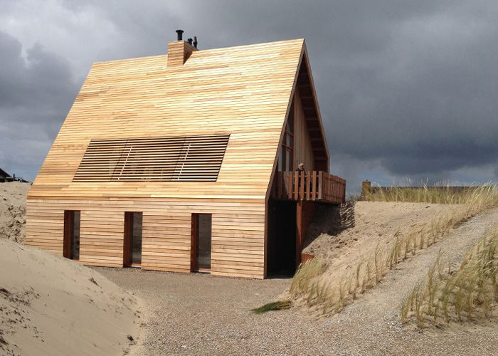 Opened wooden lamellas at private house between the dunes. Terschelling, the Netherlands. By AchterboschZantman architecten.