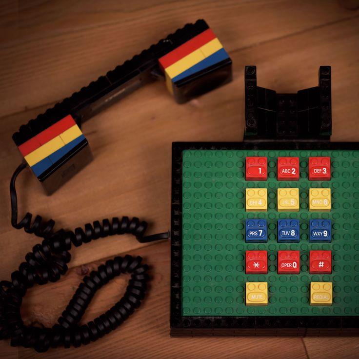 Che scrivania sarebbe senza il telefono della Lego!? #ACantolife