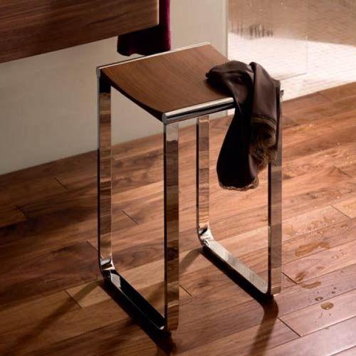 Krukje / stoeltje voor in de badkamer