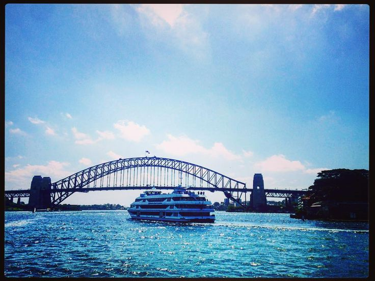 I miss Sydney already! Such a cool city. This is the famous #sydneyharbourbridge…