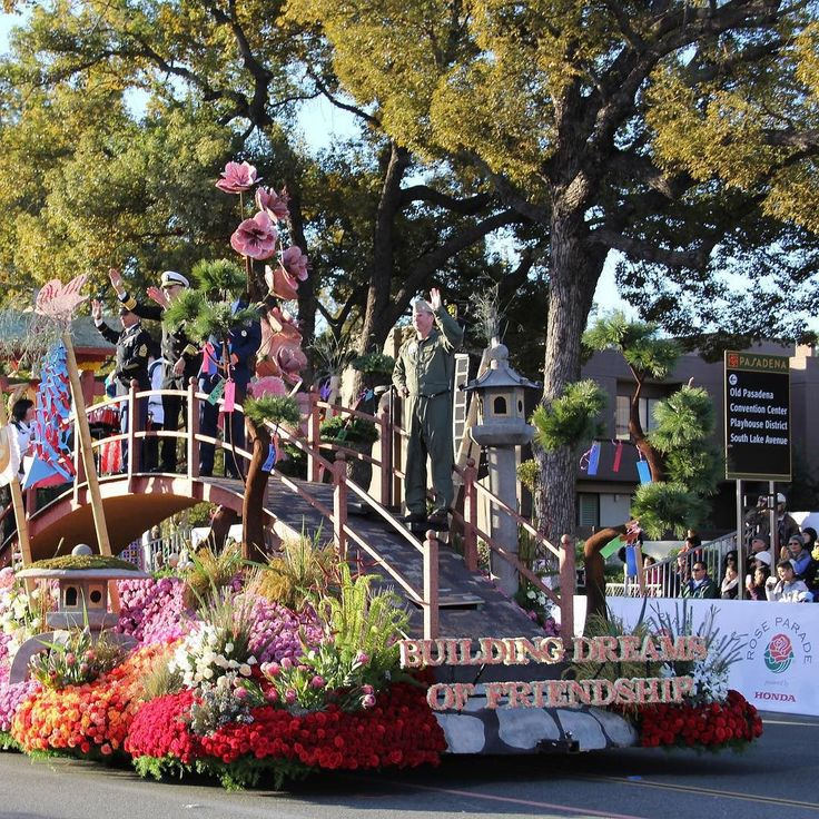 We are so excited for the 2016 @rose_parade! A asadena staple #RoseParade #Pasadena #clearmansgalley #clearmansboat #clearmansrestaurants #cheesebread #restaurant #lunch #dinner #eat #food #foodporn #foodgasm #instafood #yum #yumyum #yummy #delicious #sangabriel #losangeles #steak #stuffed #comfortfood #homecooking #beer #bar #sports #sportsbar