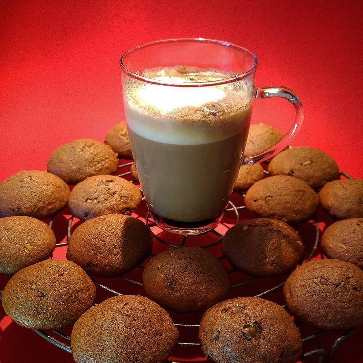 Erste Fuhre Lebkuchen ... Glasur fehlt noch Backen  Texten= Baxten #alex #dorit #lebkuchen #backen #kaffee #baxten #texten #espresso #cappucino #killmequick greenape.life/WhiskyCoffee