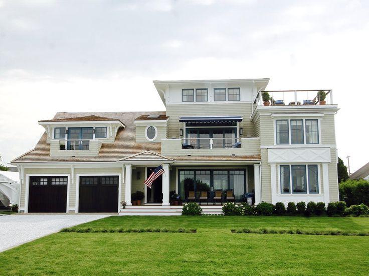 Jessica Gordon Ryan of the Entertaining House shares an inside look on the 2017 Coastal Living Idea House featuring Wellborn Cabinet Inc. #designhounds