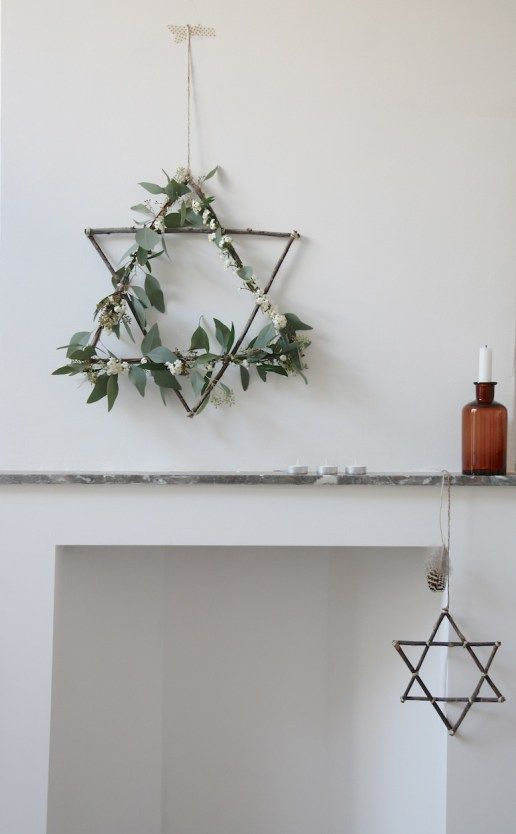 A beautiful collection of 10 creative DIY natural Christmas wreaths. They're all so inspiring and will bring a lovely natural vibe to your decor. Diy Christmas Star, Natural Christmas, Winter Christmas, Christmas Time, Christmas Wreaths, Christmas Crafts, Xmas, Jewish Christmas, Simple Christmas