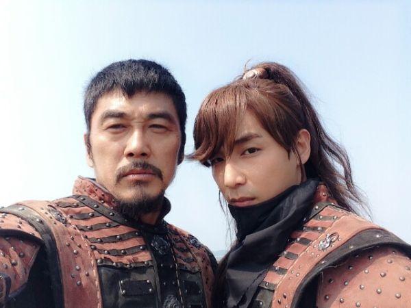 Kim Young Ho & Jin Yi Han on the set of Empress Ki