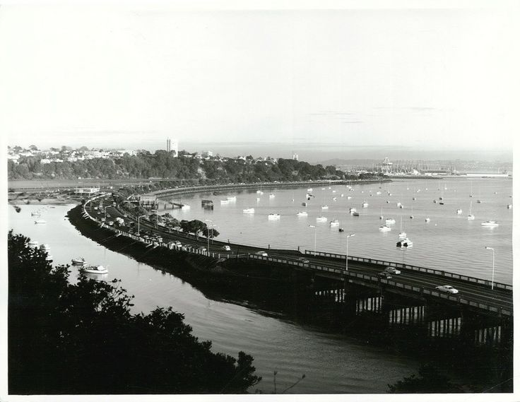Tamaki Drive, along the waterfront in the early morning.   by Archives New Zealand