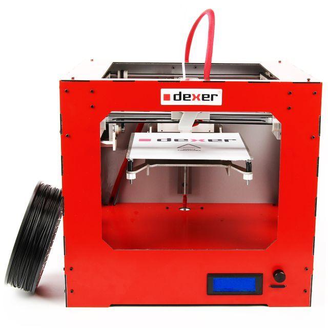 Drukarka biurkowa DEXER 3D mini jest jedną z przystępnych propozycji przeznaczonych także dla użytkowników domowych. To urządzenie typu plug&print (gotowe do użycia zaraz po rozpakowaniu), z polem roboczym o wielkości 20x15x15 cm.