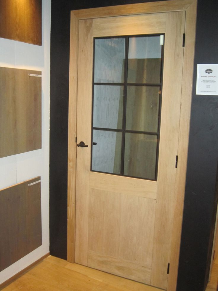"""Eiken binnendeur """"Contrast"""" - zwart ijzeren raam www.deplankerij.be"""