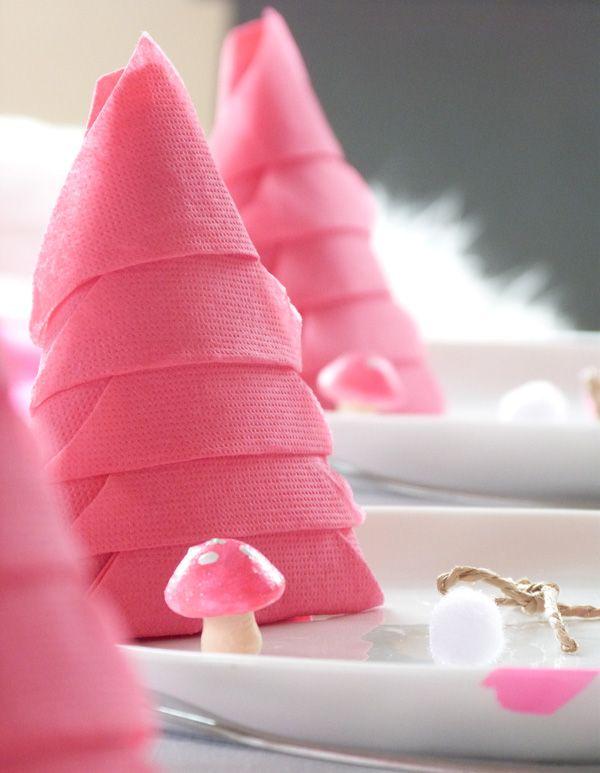 Déco de table de Noël: pliage de serviette en forme de sapin