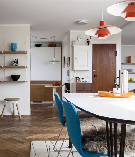 Tag med på besøg i det arkitektegnede gårdhavehus med retro og design