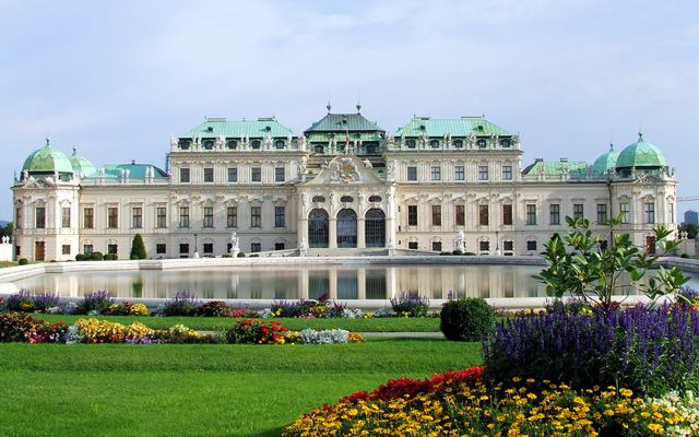 Private transfers between Budapest and Vienna: http://transferbudapesthungary.com/budapest-to-vienna-transport-transfer-taxi.html