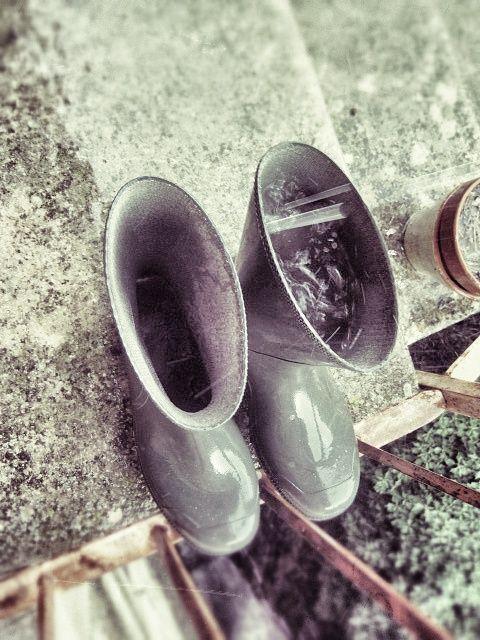 Detalle: Recogida de aguas pluviales durante tormenta. @sferrerdalmau #botas #agua #lluvia