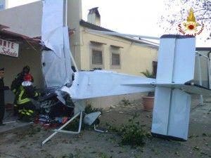 Un aereo biposto è caduto nel pomeriggio del 26 novembre sul lungomare di Cirò Marina mentre stava eseguendo un servizio di volantinaggio, a quanto sembra, per una festa di compleanno. Uno dei piloti è morto durante il trasporto in ospedale,…