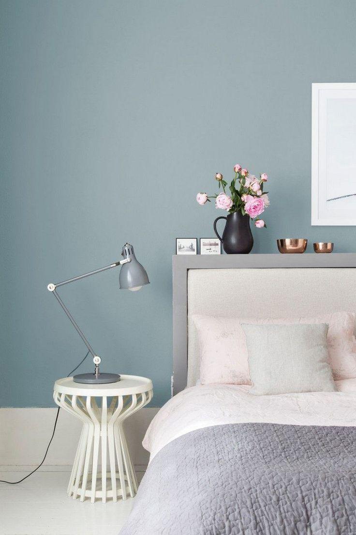 Mur gris id e d co plante vase table basse lit tete de lit - Peindre une chambre mansardee en 2 couleurs ...