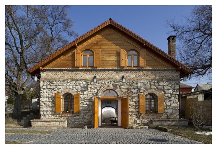Cifra Pince Tordas, Hungary