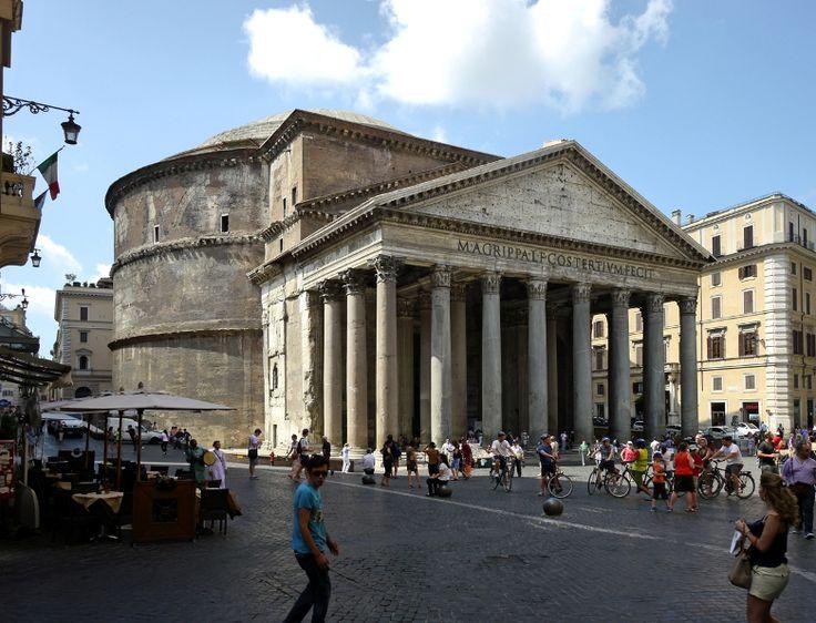 パンテオン(ローマ)は、れんが及びコンクリートにより造られた大ドームを特徴とした、ローマ建築の代表的な建築物である。