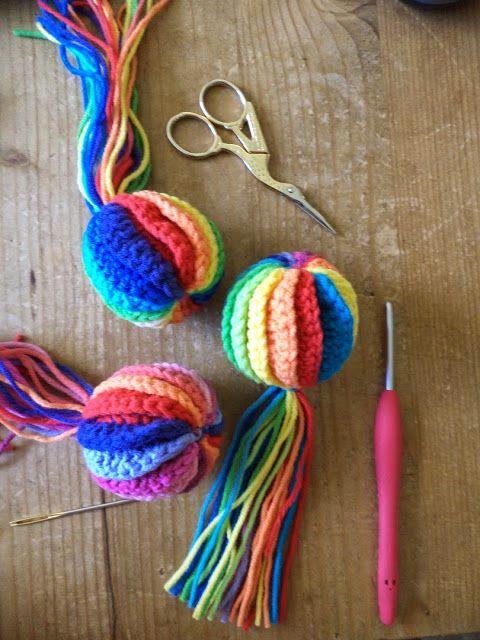 ergahandmade: How to Crochet * Tawashi Easter Egg - Pom Pom + Free Pattern + Video