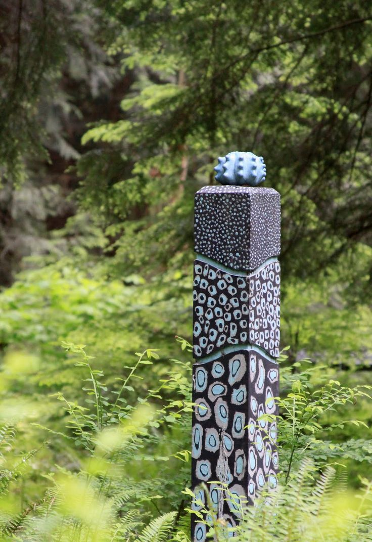 This Garden Totem is simple to  make. Totems don't have to be complex and they can be glazed in many colors.                                                                                                                                                      More