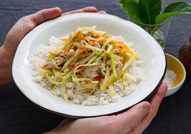 Mild grönsakswok med kyckling och ris