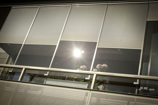 Остекление Lumon с жалюзи, балкон с жалюзи #Lumon