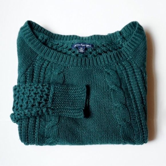 American Eagle Emerald Knit Sweater Featuring a cable knit design (front), ...