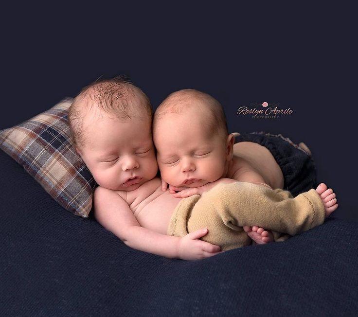 Twins  #penrithnewbornphotographer #roslynaprilephotography #penrithnewbornphotography #twins #twinboys #bestfriends #newborn #nicu