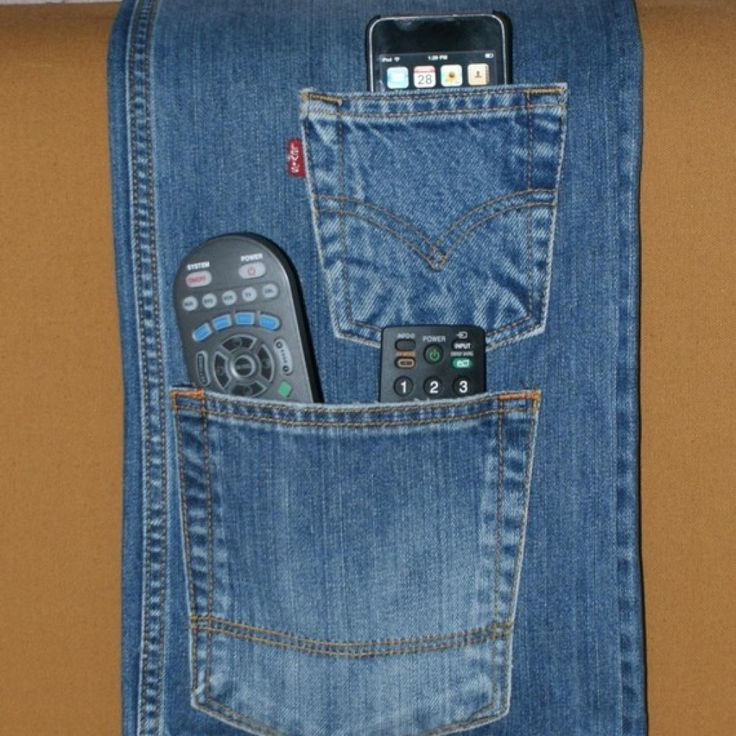 L'idea di riciclo creativo per trasformare i jeans in portatelecomandi per il divano #divano #jeans #riciclocreativo