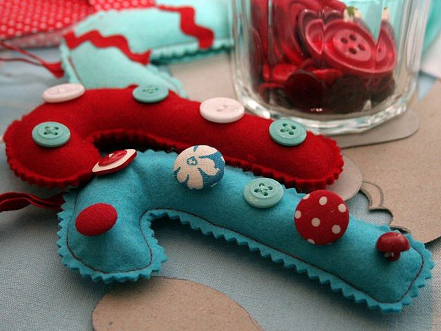 Handmade*Felt*Button*Candy*Cane* Ornaments. So easy and very,very cute!