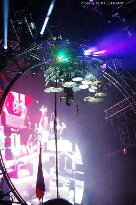 Tommy Lee's roller coaster drum kit!