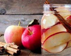 Eau détox pomme et cannelle : http://www.fourchette-et-bikini.fr/recettes/recettes-minceur/eau-detox-pomme-et-cannelle.html