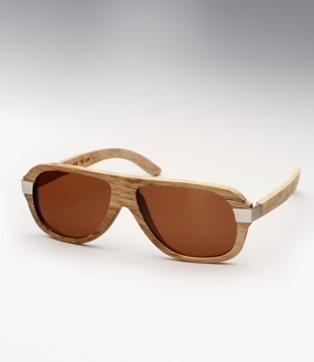 Waiting For The Sun 27.2g - Natural Waiting For The Sun's hand-carved all wooden sunglasses offer a unique look and feel like no other. Handmade in Paris France, Waiting for the Sun sunglasses are meticulously constructed using super lightweight natural materials such as Australian tea wood, rose wood, or bamboo. All models are hand-carved one at a time, preserving the natural features of each piece of timber. So like each piece of wood which has different natural veins, each sungla