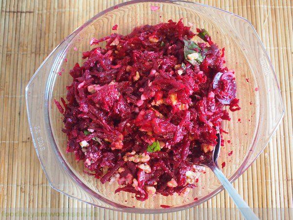 Rote Beete Salat mit Walnüssen