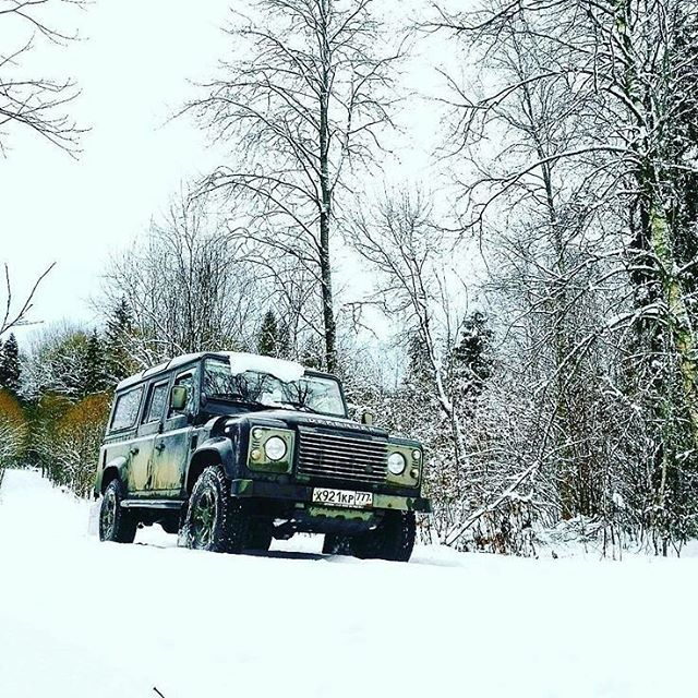 Cool weather deserves a cool vehicle. By @andrew_dovgan #landrover #defender110csw #landroverdefender #landroverphotoalbum