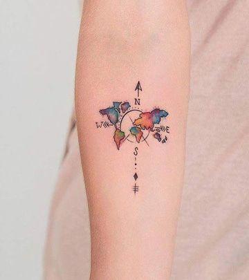 tatuajes de mapas y brujulas con color
