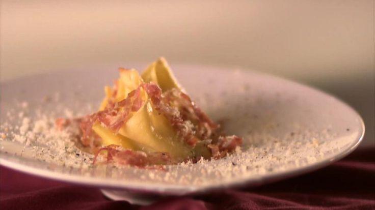 Pasta gevuld met prei, aardappelen en een parmigianosaus | VTM Koken