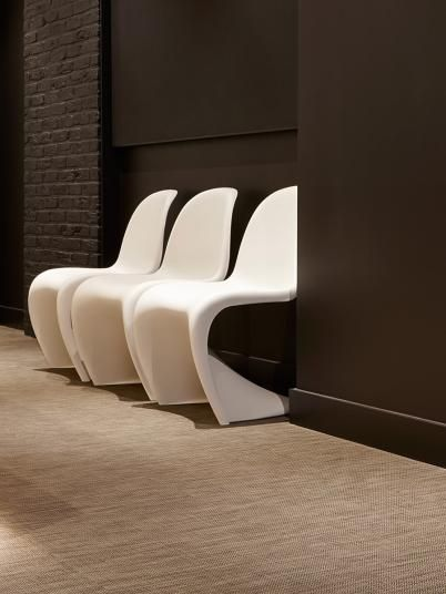Světle hnědá podlaha z tkaného vinylu ntgrate. / Light brown floor from woven PVC ntgrate.  http://www.bocapraha.cz/cs/produkt/1061/gentle-ctverce/